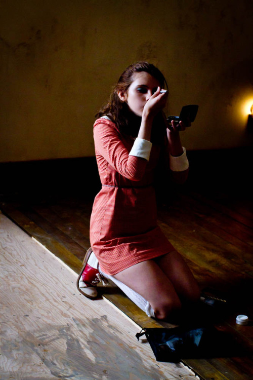 suicideblonde:  Kara Hayward during the filming of Wes Anderson's Moonrise Kingdom
