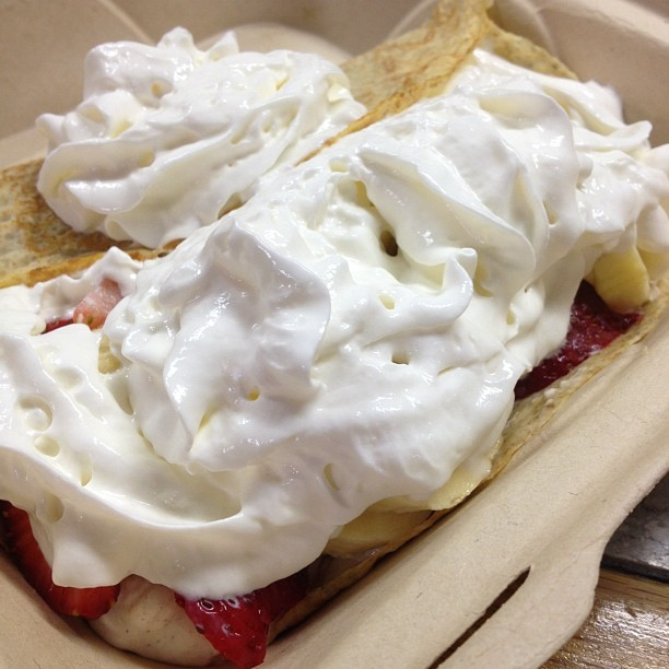 #strawberry banana #crepe #yummy #dessert #foodie #foodporn #cantwait #satisfy #cravings #iloveeefood #haynaloha #extragood #iphonesia #nofilter #haynaloha 🍓 (Taken with Instagram at Mocha Java Cafe)