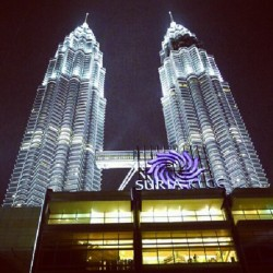 #klcc #kl #KualaLumpur #Malaysia #landmark #tourist #attraction #shopping #building #architecture (Taken with Instagram)