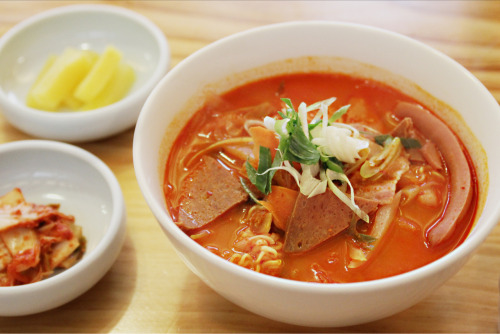 harinhy:  Korea Kimchi Ramen 점심으로 먹은 김치부대라면 Samchung-dong , Seoul , Korea . Canon EOS 60D│Focal Length 42 mm│ f/3.2│ 1/250 s│ISO 2000 Photographed by harinably