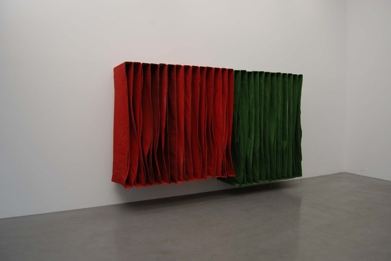 SIMON CALLERY - WALL SPINE (SOFT) (2009)