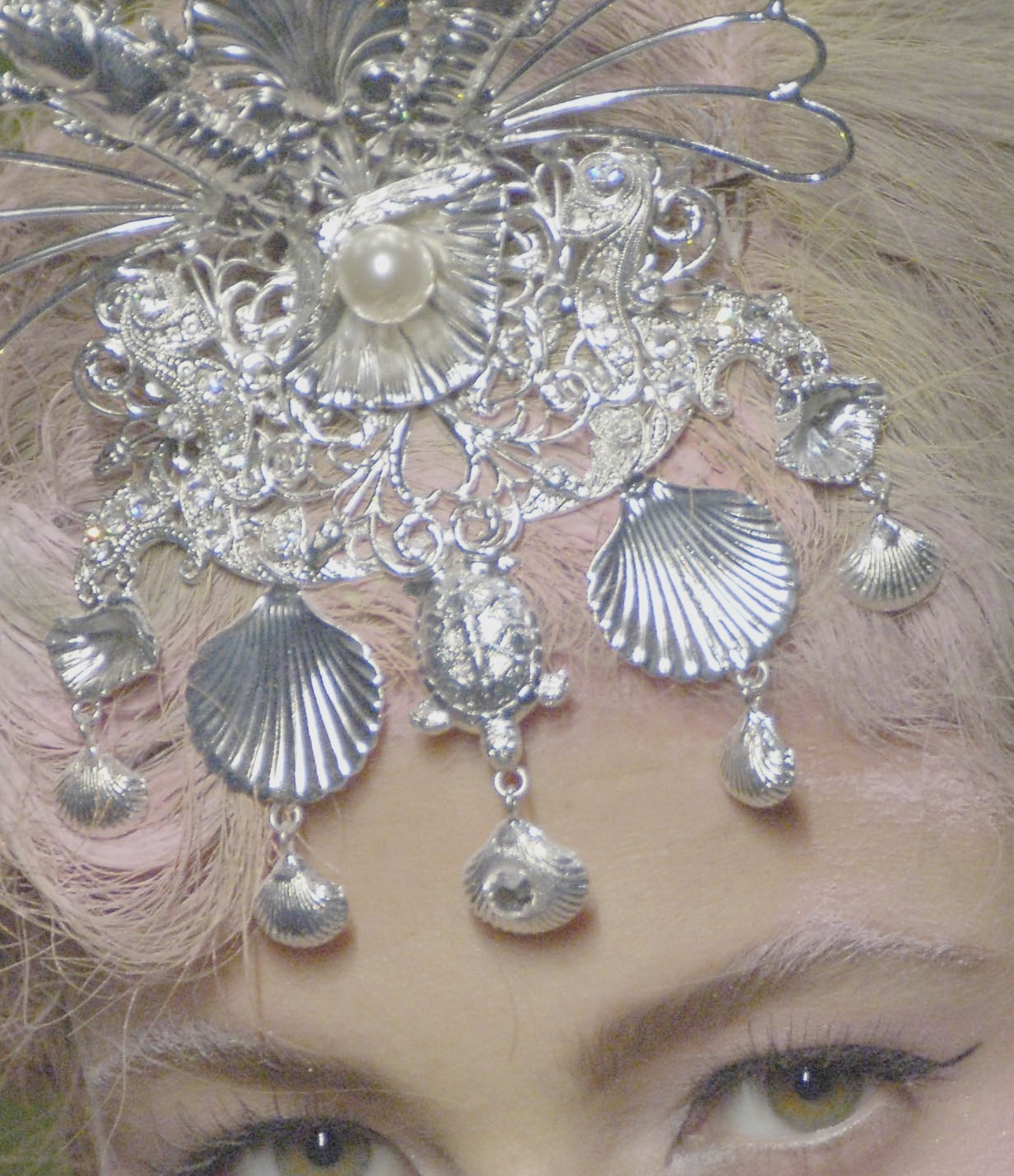 the-front-row:   Christian Dior couture fall/winter 2005-2006Eyes by Michelle Buswell