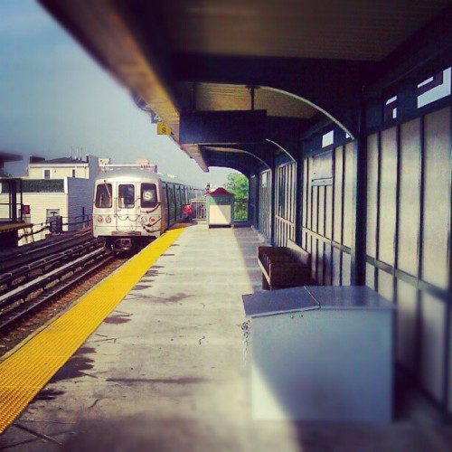 In Far Rockaway., #FarRockaway #Queens #NewYorkCity #NYC #Subway #Summer #Elevated #AmateurPhotography #Android #Androidography  (Taken with Instagram at MTA Subway - Beach 90th St (A/S))