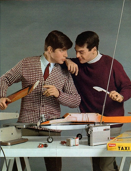 theswinginsixties:  1960s men's knit fashions.