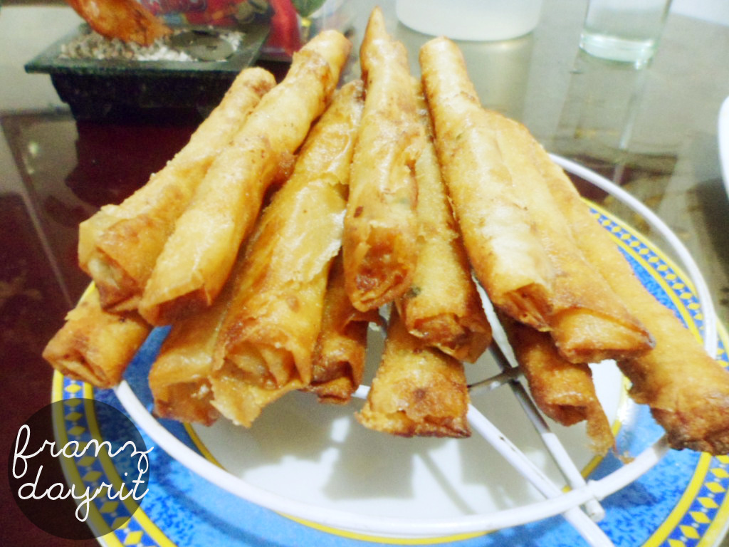 Lumpiang Shanghai! One of my favorite foods! Ahhhhh so crunchy and tasty. ☺