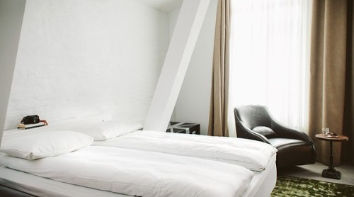 hotel room in Oslo (via - emmas designblogg)