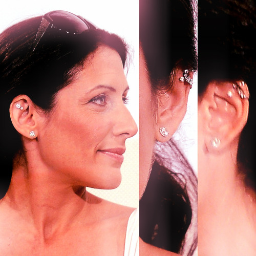 Awww I really love Lisa Edelstein's piecrings ♥ !   (more pics here : http://www.lisaedelstein.net/gallery/thumbnails.php?album=1356)