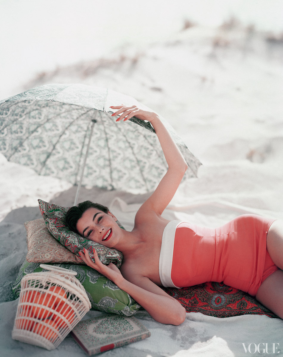 hollyhocksandtulips:  Vogue, 1954 Photo by Karen Radkai