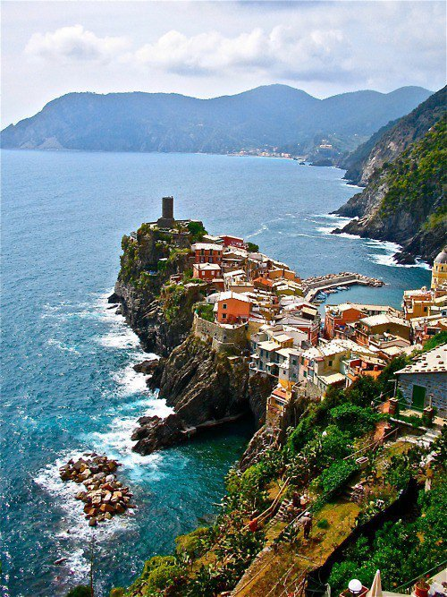 bluepueblo:   Rocky Village, Liguria, Italy  photo via jaimelemonde