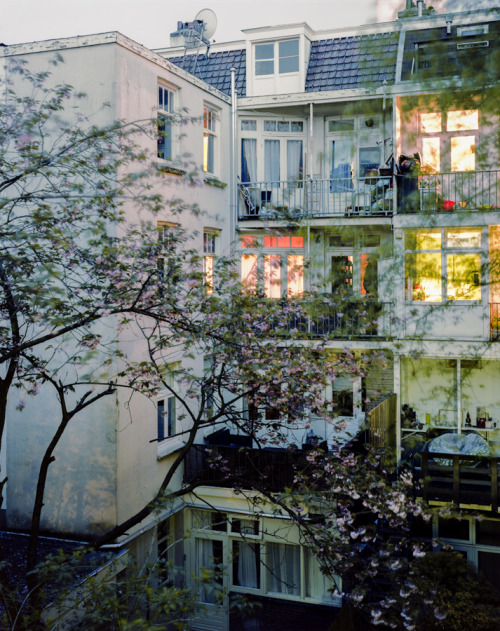 Reminds me of the place we stayed in Montmartre. villere:  (by Jordi Huisman)