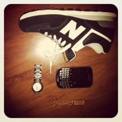 @constantin_lk lol, check my keyring out! #supreme#keyring#newbalance#blackberry#9930#verizon#Versace#watch#instafame#instalove#instagood#igers#picoftheday#bestoftheday#cool# (Taken with Instagram)
