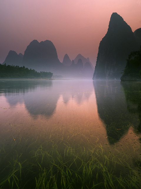 running-for-f-r-e-e-dom:  polarscope:  Streaming into Fairyland (Li River, China) by Michael Anderson    (via imgTumble)
