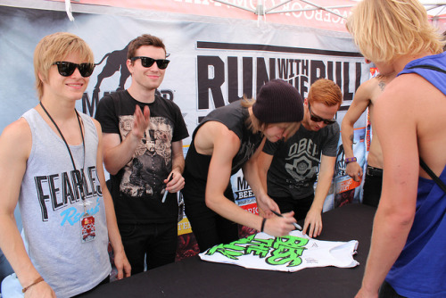 neverg0nnalearn:  XPONG® Blessthefall Autograph Session @ Vans Warped Tour by XPONG on Flickr.