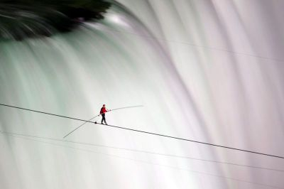 Nik Wallenda walking tightrope across Niagara Falls, June 2012