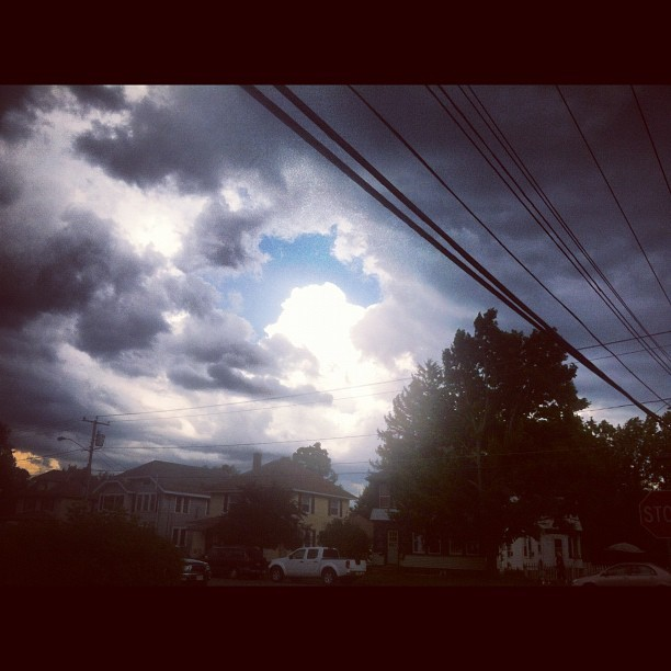 #sky #hot #phonelines  (Taken with Instagram)