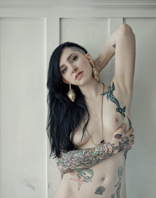 One of a serie (Magazine Pubblication) Model: Cruella http://cruellasuicide.tumblr.com/ Photography & Copyrights: http://erikazfigabomba.tumblr.com/ SF 2012