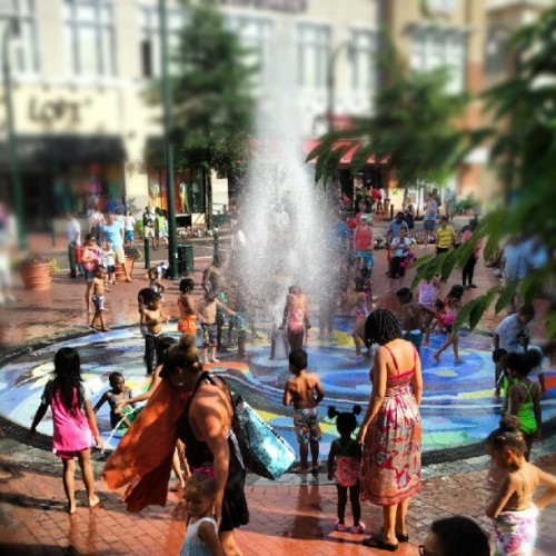 The screaming at the #SilverSpring fountain is pretty intense! #dtss (Taken with Instagram)