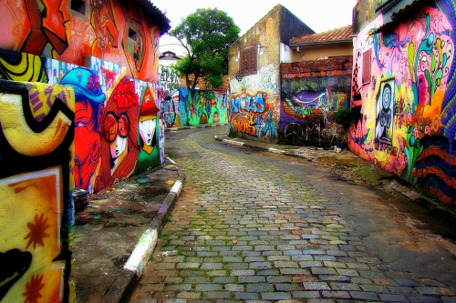 Batman's alley in VM.  Serious saudade this morning.   brazilwonders:  São Paulo (by Serlunar)