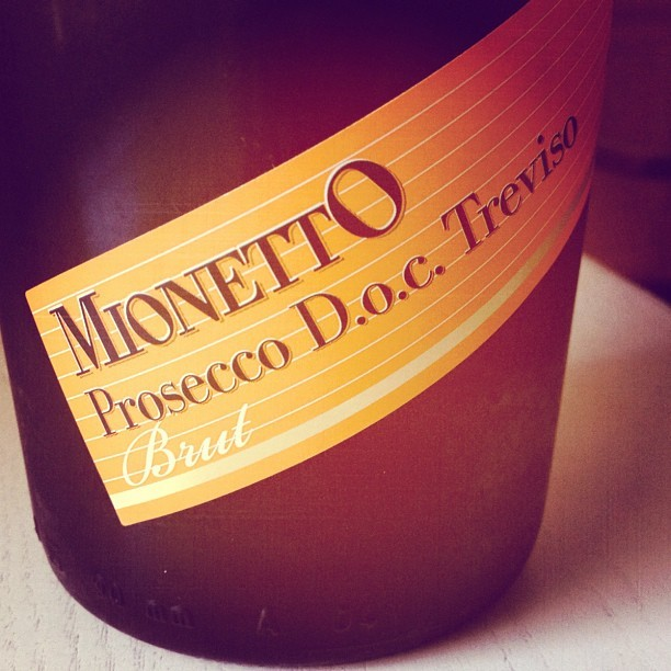 Let the bubbles begin! #Prosecco #instagood #tweegram #iphonesia #instamood #photooftheday  (Taken with Instagram at Lake Waramaug)