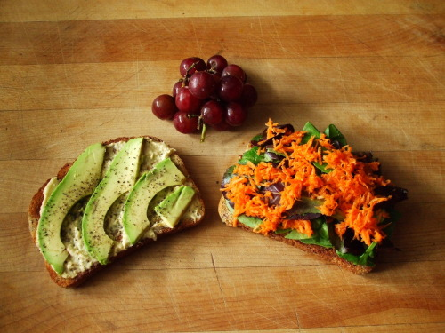 garden-of-vegan:  whole grain sandwich with hummus, mustard, baby romaine, spinach, carrot, avocado and pepper, grapes