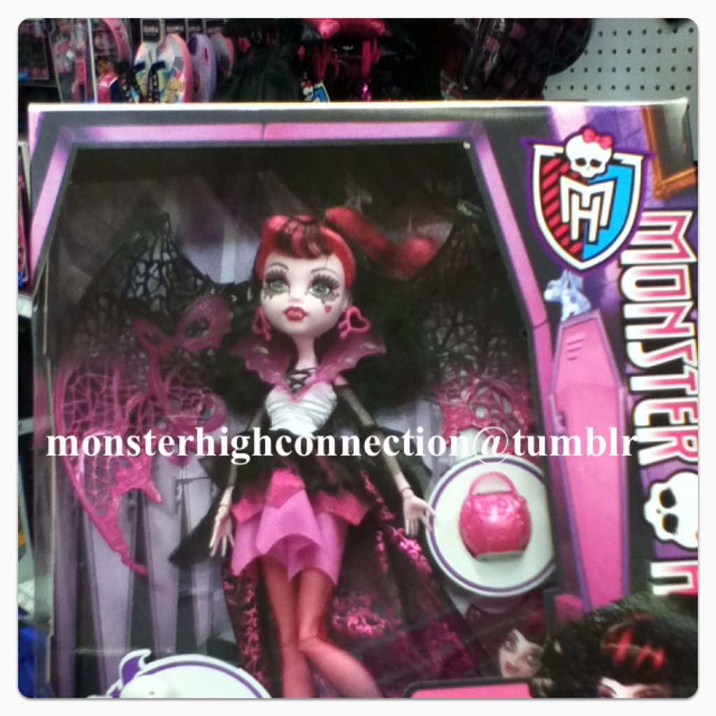I picked up a Ghoul's Rule Draculaura! All I need now is a Ghoul's Rule Frankie.   I will post some detail shots later!  Inkytheblot