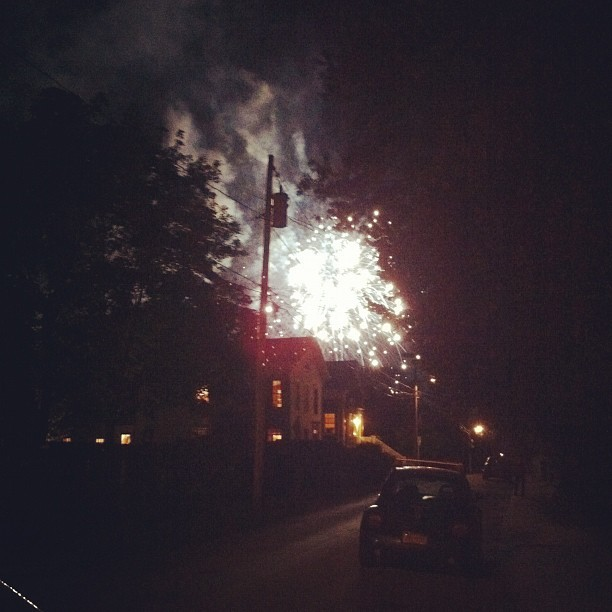 lareveusee:  Impromptu firework show at the end of my street?! (Taken with Instagram)