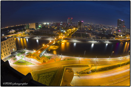 Saigon by night 23-06-2012 by VTCH on Flickr.Via Flickr: Lense Canon 8-15mm L  Focus: :  10mm + 1DmarkIV