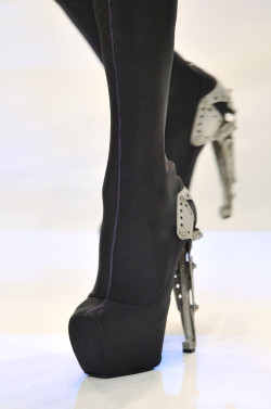 runway-shoes:  Alexander McQueen Paris Spring 2010