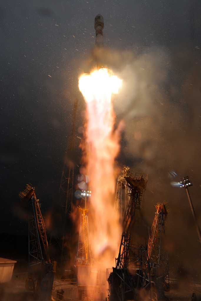 hellomako:  Lift off of flight Soyuz VS01 - ESA_events