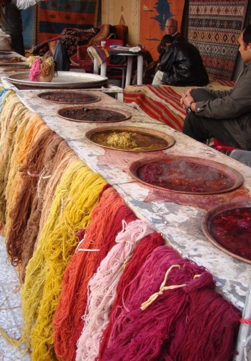 Dying of wool for rugs