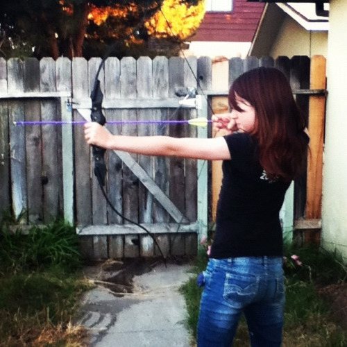 (via Molly's new bow and arrows came today. | Flickr - Photo Sharing!)