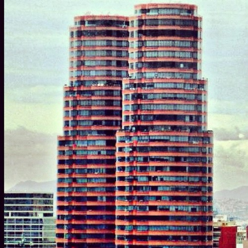 #building #buildings #edificio #city #ciudad #architecture #arquitectura #architect #style #mexico #méxico #mexique #mexican #df #DF #chilango #torres #tower  (Tomada con Instagram)