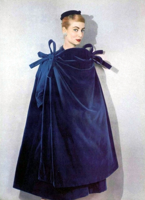 theniftyfifties:  Model wearing a velvet wrap by Balenciaga for L'Officiel, 1956. Photo by Philippe Pottier.