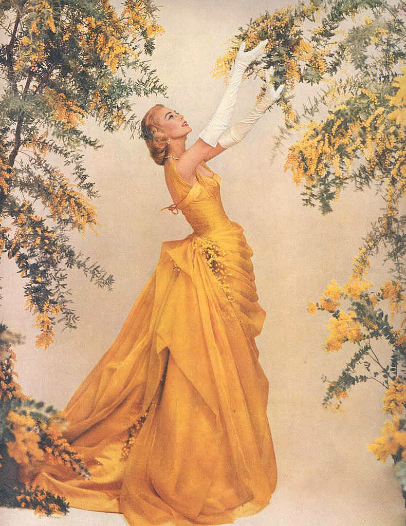 theniftyfifties:  1950s glamour for Modess.