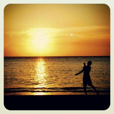 Dancing to the sun (Senggigi Beach, Lombok - Indonesia)