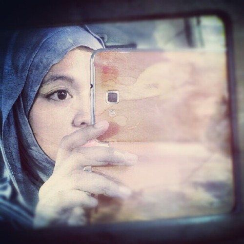 Framed #Samsung #GalaxyNote #SelfPhoto #mirror #reflection #hijabstyle #hijab #veil (Taken with Instagram)