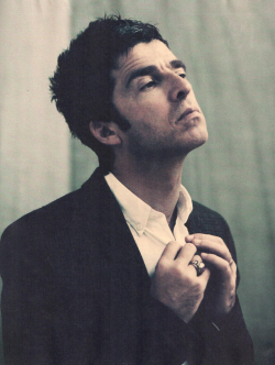 oasis-oasis:  Noel Gallagher, scanned by oasis-oasis