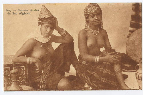 dynamicafrica:  Arab Women from southern Algeria circa 1920s