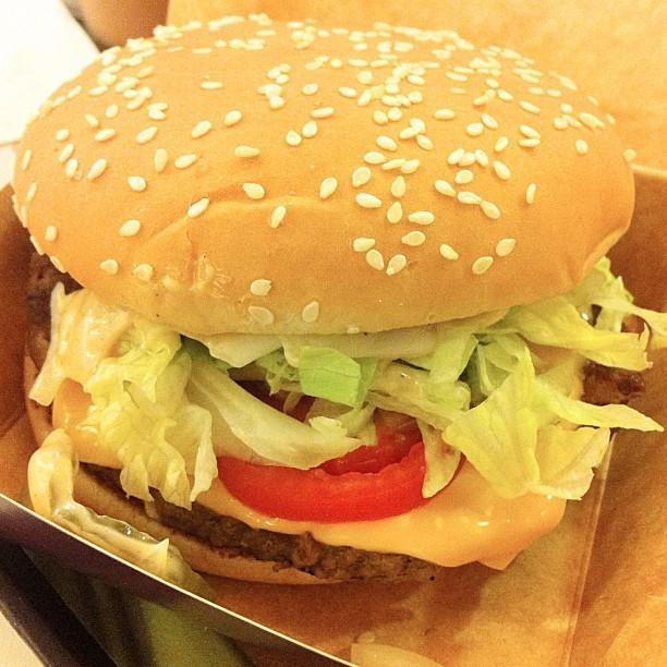Why I love Mcdo.❤🍔😍 #bigntasty #mcdo #mcdoph #mcdonalds #igersmanila #foodie #foodstagram #foodporn #foodgasm #instafood #instadaily #burger (Taken with Instagram at Mcdonald's Las Piñas)