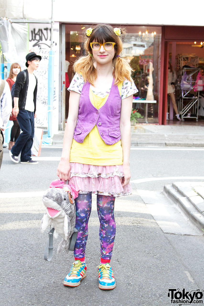 Bunka Fashion College student carrying a cute 6%DOKIDOKI shark bag in Harajuku. She is on Tumblr here.