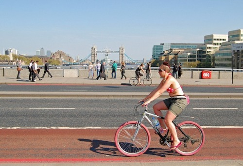thisbigcity:  Are safe cycling conditions critical for a city to have successful creative industries? 安全單車騎乘環境是否為城市創意產業成功要素?