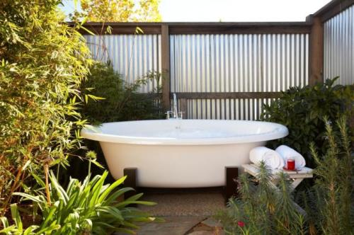 cabbagerose:  cottage outdoor tub via: remodelista