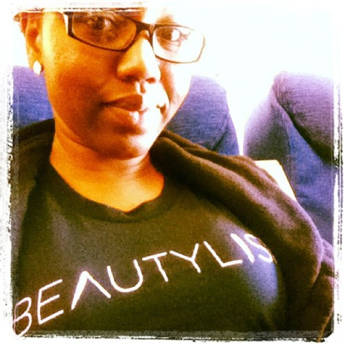 Rockin my new Beautlish t-shirt on the flight home! Bye #imats, it was fun!  (Taken with Instagram)