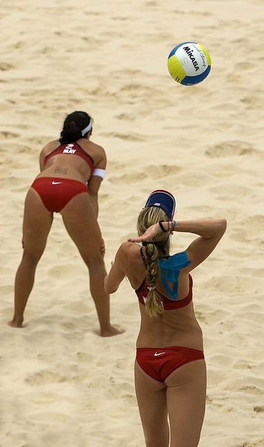 Overhand Serve by cmaccubbin on Flickr.Via Flickr: Team USA Beach Volleyball team: Kerri Walsh and Misty May-Treanor.