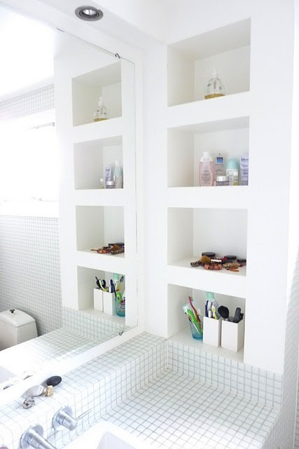myidealhome:  neat white bathroom (via For the Home / sdb)