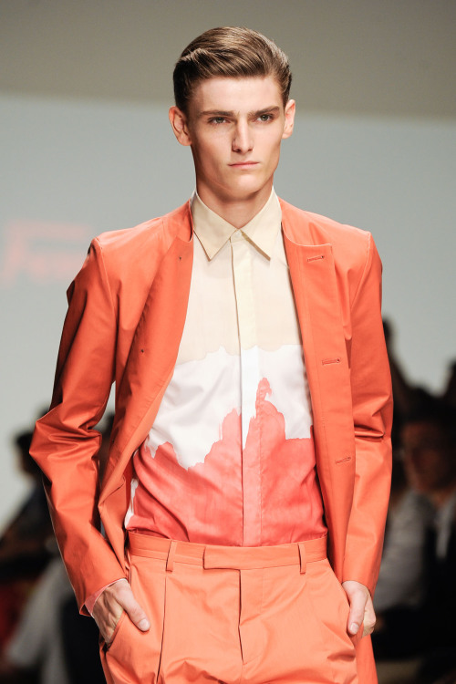 runawayfromtherunway:  highqualitymenswear:  Salvatore Ferragamo Spring/Summer 2013   ☯fashion☯