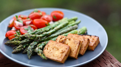 jillianbenson:  Baked Tofu, Roasted Asparagus, and Tomato Salad
