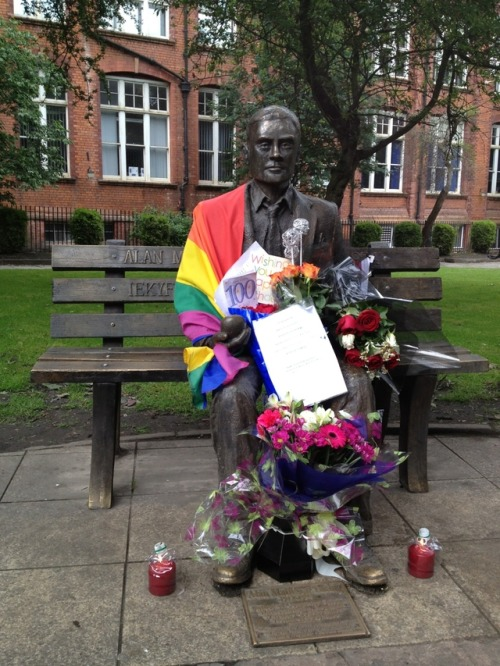 veggiezombiex:  Happy Birthday, Alan Turing Wikipedia