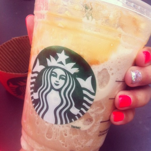 mrs-lennon-styles:  Manicured nails and my usual :) #starbucks #manicure #cute #sparkles  (Taken with Instagram)
