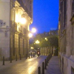 A #street in #europe / una calle en europa / #night #sky #light #building #motorcycle #lights #city #cities #instashot #dark #blue #instagram #igers  (Tomada con Instagram)